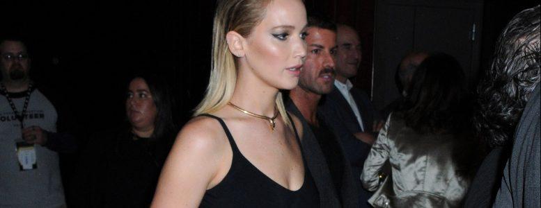 Jennifer attends 'The Favourite' Screening